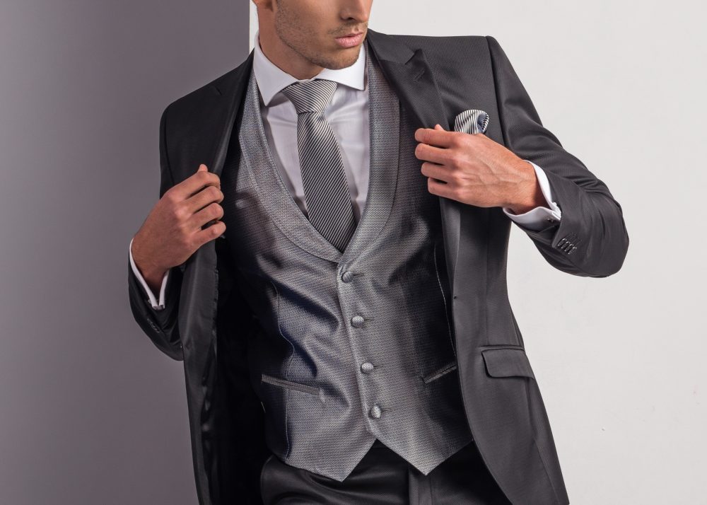 La elegancia como base principal en tu traje de novio